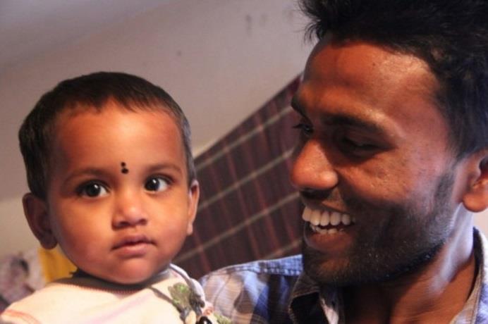 バングラデシュのリキシャマンの家族と